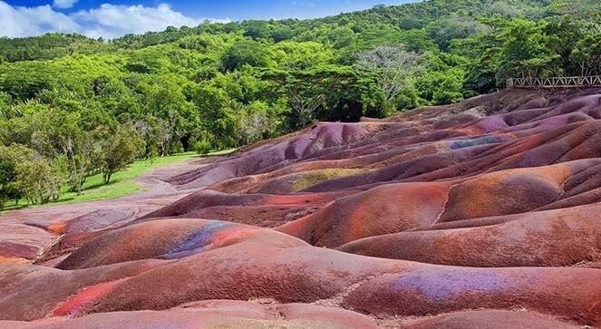 terres des sept couleurs a chamarel- ile maurice