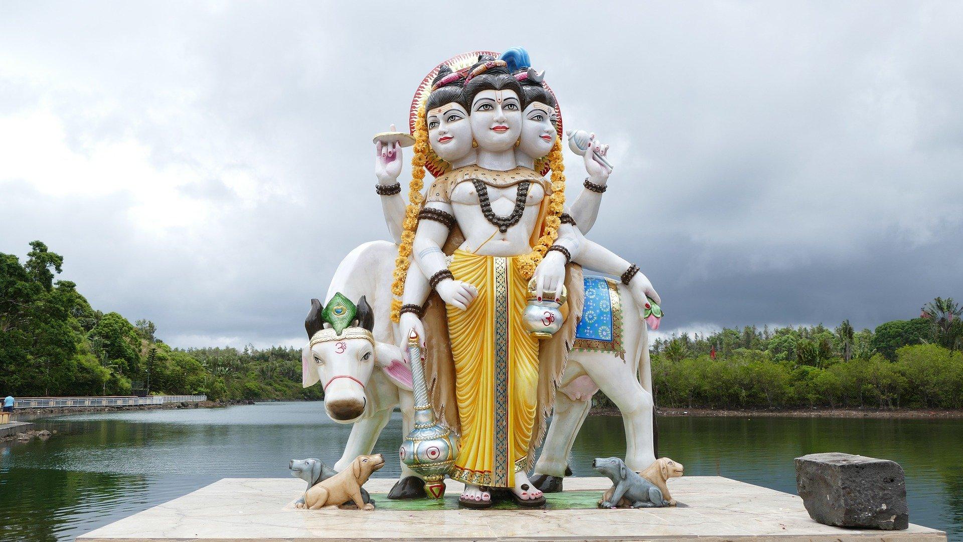 Grand Bassin - statue 2